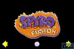 Menu screen of the game 2 Games in 1 - Crash Bandicoot - Fusion & Spyro - Fusion on Nintendo GameBoy Advance
